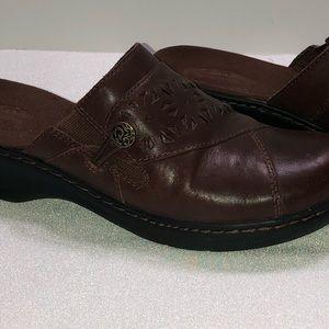 Clark's bendable genuine leather upper